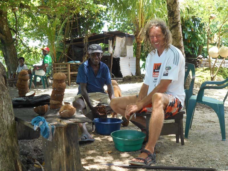 Kokosnussöl selbst gemacht in Papua Neu Guinea