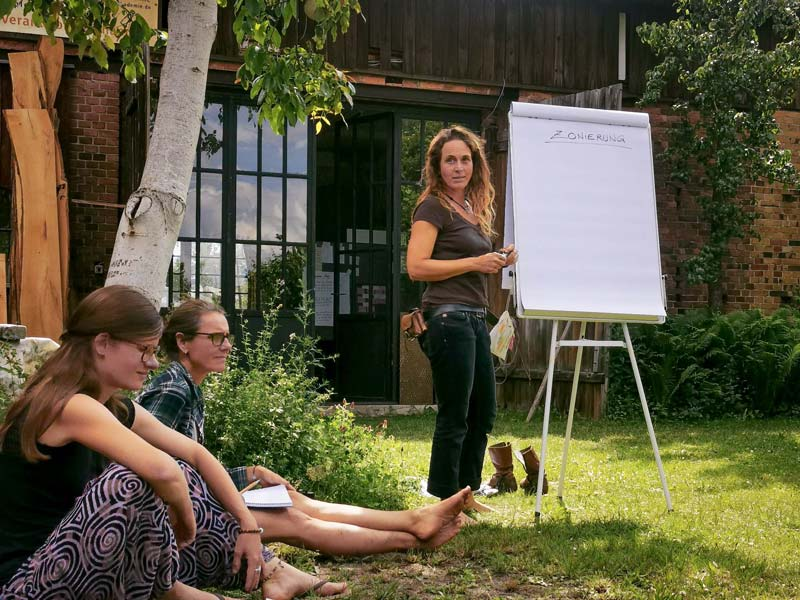 Permakultur-Design-Kurs: Kursleiterin Johanna Häger. (Foto © Julia Kunze)