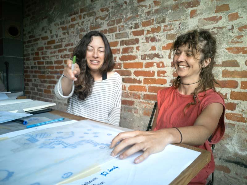 Permakultur-Design: Pläne zeichnen. (Foto © Julia Kunze)