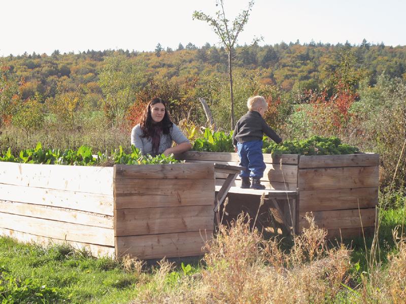 Permakultur-Park Bischbrunn - Hochbeete im Garten