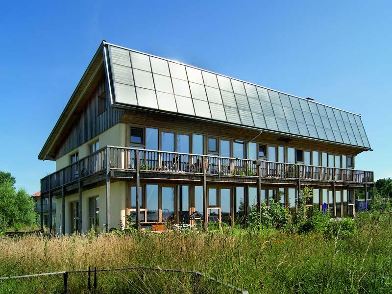 Strohballenwohnhaus mit modernem Holzfachwerk, Ökodorf Sieben Linden
