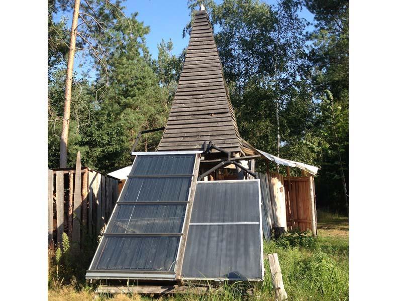 Solardusche mit Wärmespeicher im Turm, Ökodorf Sieben Linden
